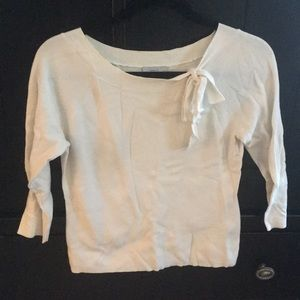 White, boatneck shirt with bow
